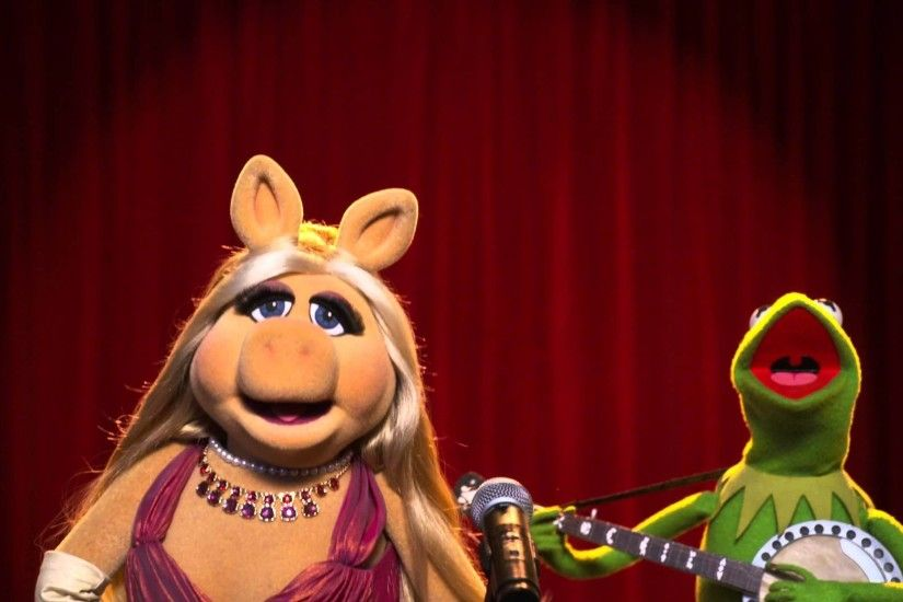 "Miss Piggy and Kermit Sing ""In Spite of Ourselves"" - The Muppets"