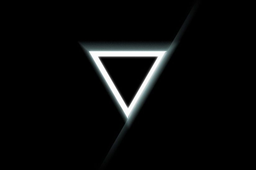 Triangle-inverted-black-white