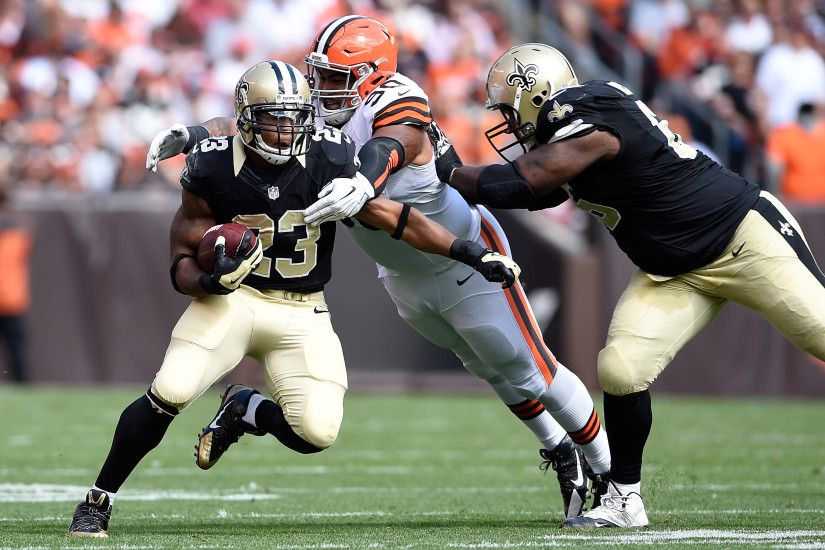CLEVELAND, OH - Former New Orleans Saints running back Pierre Thomas (23)  evades