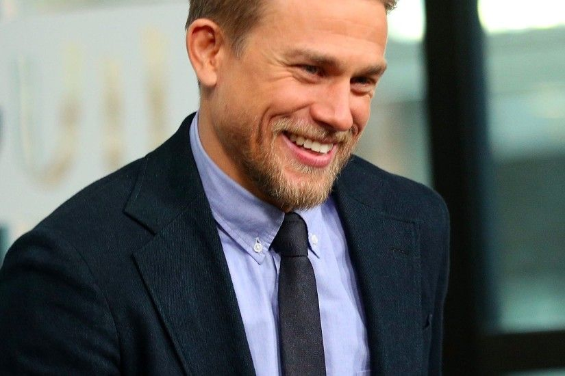 Kristen Bell Interviews Charlie Hunnam on Jimmy Kimmel Live