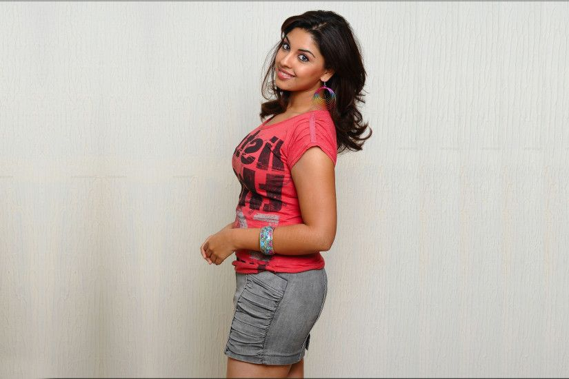 Gorgeous richa gangopadhyay in bodyfit tshirt high definition wallpapers