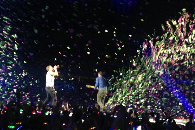 "File:Coldplay performing ""In My Place"" - Mylo Xyloto Tour at the Sydney"