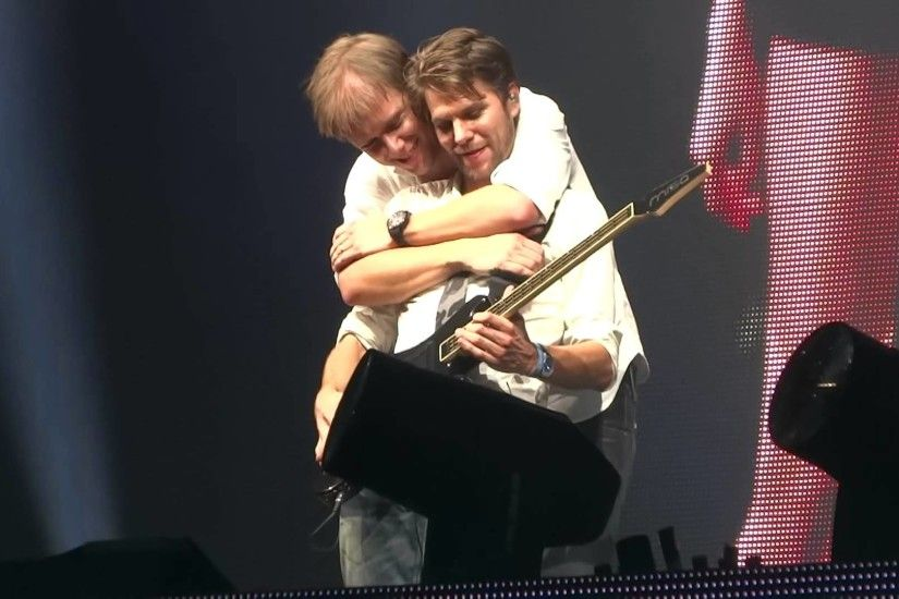 Armin Only Ziggo Dome 2013 with Eller Van Buuren Who's Afraid Of 138 -  YouTube
