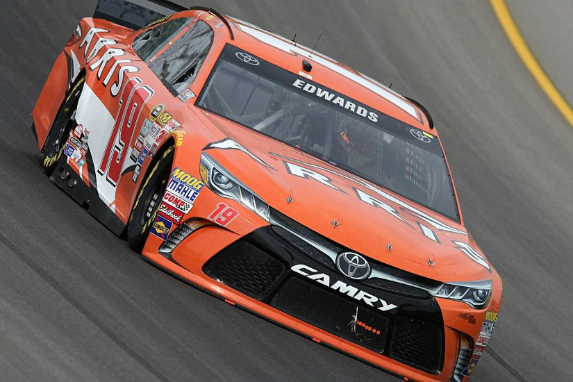 Southern 500 results: Carl Edwards wins pit road battle to prevail at  Darlington | NASCAR | Sporting News
