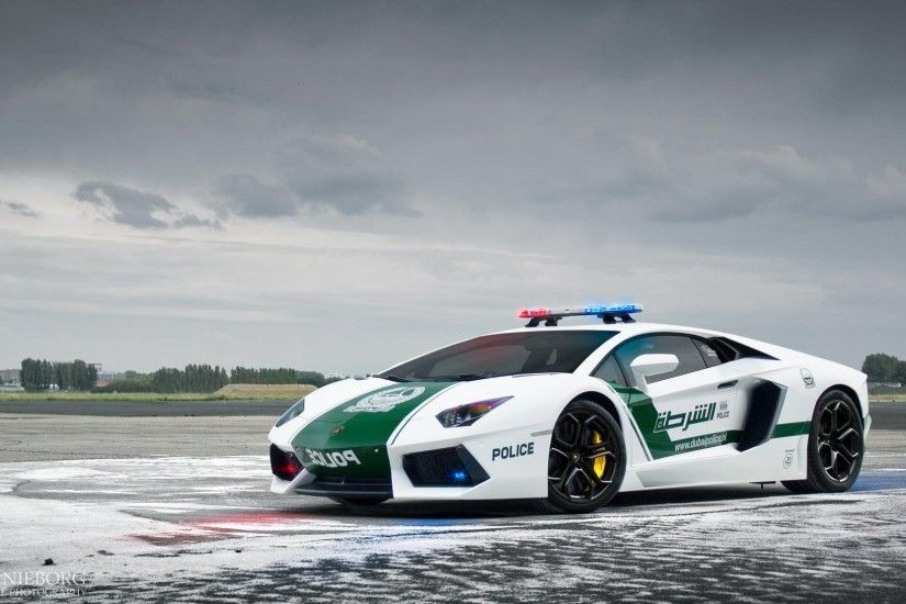 Lamborghini Aventador LP700-4 Dubai Police Car supercar emergency .