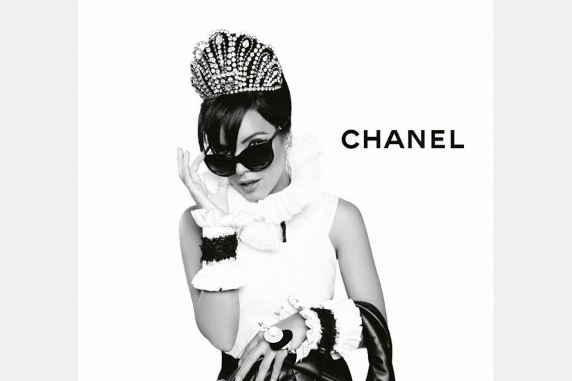 2560x1440 Wallpaper chanel, lily allen, girl, bag, sunglasses, high fashion