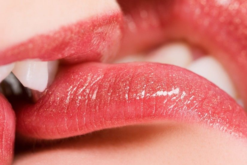 Image: Sweet Lips Kiss Wallpaper