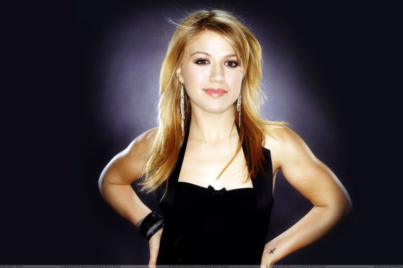 Categories: Female Celebrities. Tags: Kelly Clarkson