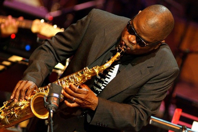 1920x1080 Wallpaper maceo parker, glasses, saxophone, microphone, man