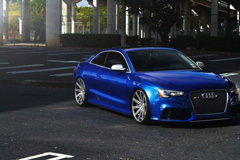 Dark blue shiny Audi RS5