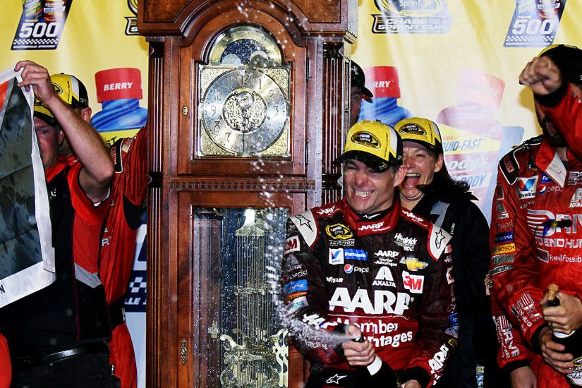 Jeff Gordon wins at Martinsville; Joey Logano bid wrecked by Matt Kenseth |  NASCAR | Sporting News