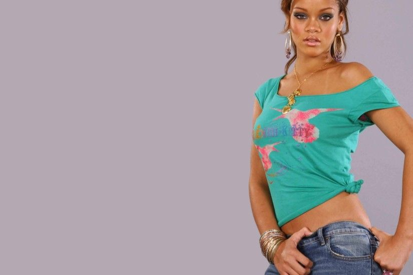 Rihanna in T-Shirt Wallpapers