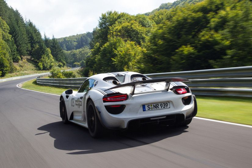 2012 Porsche 918 Spyder Prototype on Nurburgring - Motion 4 - 1920x1440 -  Wallpaper