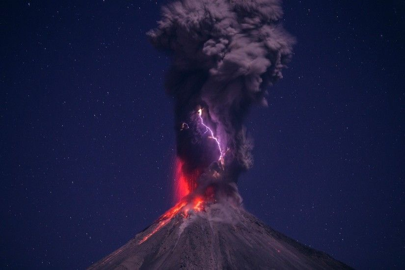 1920x1080 Lightning over the volcano eruption HD Wallpaper 1920x1080