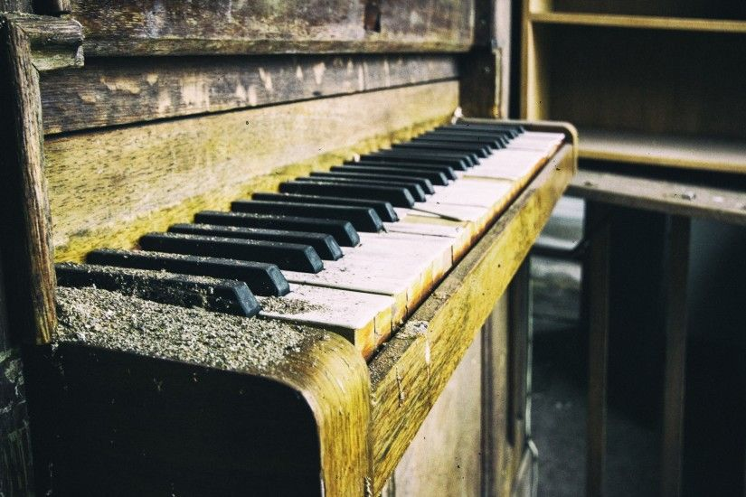 Preview wallpaper piano, old, dust, keys 3840x2160