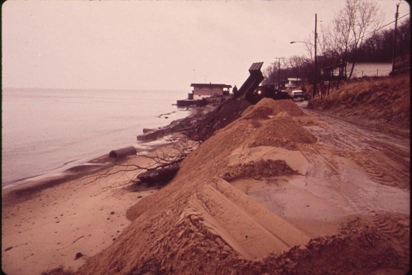 File:HOUSE IN BACKGROUND IS THREATENED BY BEACH EROSION. U.S ARMY CORPS OF  ENGINEERS