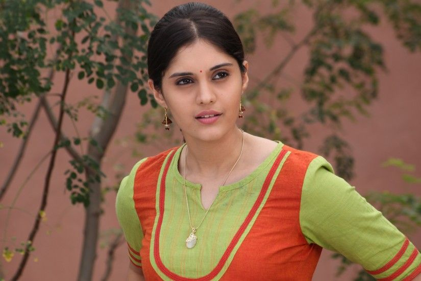 Celebrities / Indian / Surabhi Pugazh Wallpaper