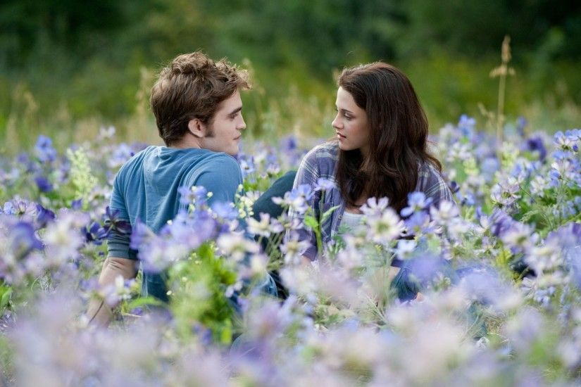 twilight Bella Swan(Kristen Stewart) and Edward Cullen(Robert Pattinson)  lying in flowers wallpaper
