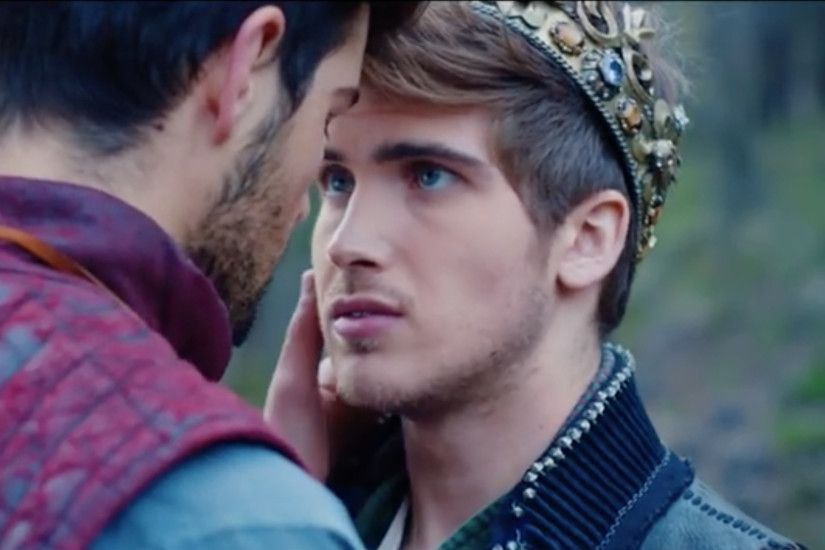 Popular YouTuber Joey Graceffa Comes Out In New Music .