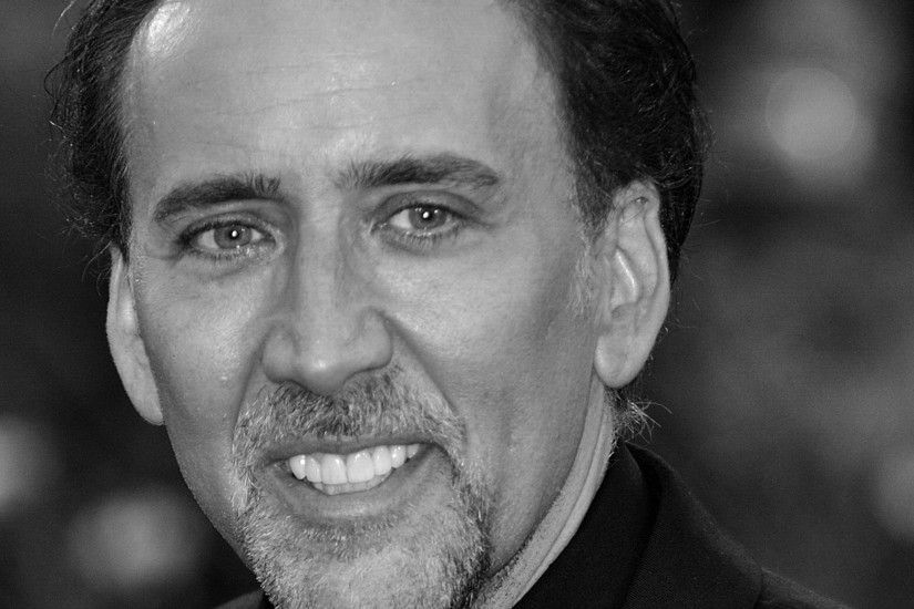 2048x1152 Wallpaper nicolas cage, actor, man, face, smile, black white,