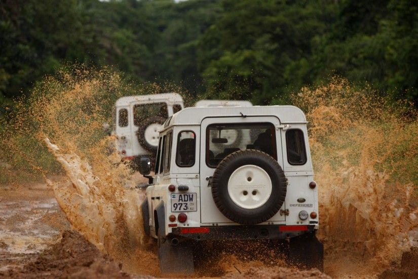 Land Rover Defender widescreen