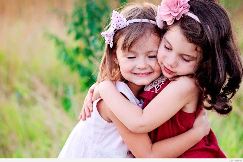 Cute-Child-Couple-Wallpaper-hug