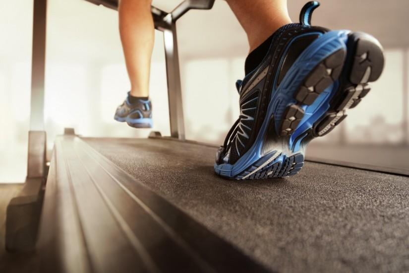 ... man wearing blue shoes running on treadmill in a gym room, fitnessman  wearing blue shoes