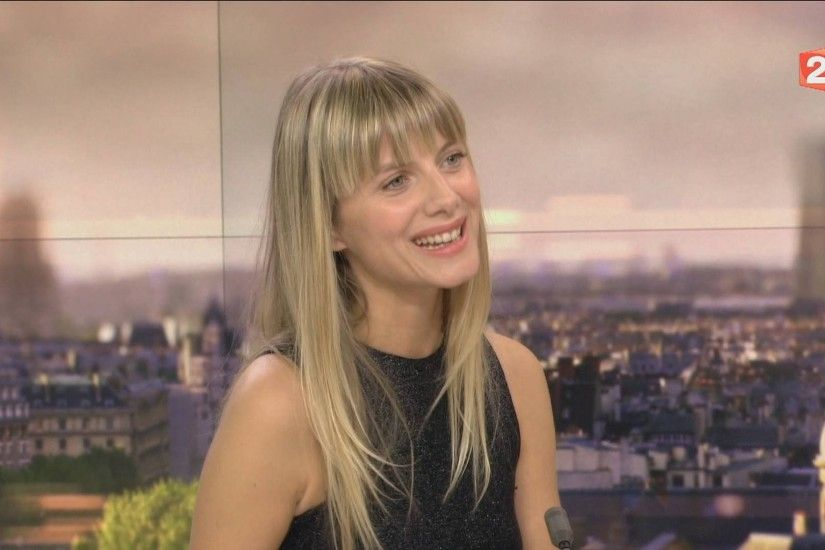 "MELANIE LAURENT : PARLE DE SON FILM "" RESPIRE "" , INTERVIEW .HD - YouTube"