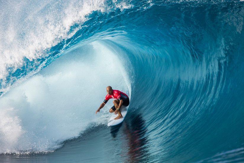 Teahupoo Opens with a roar at Billabong Pro