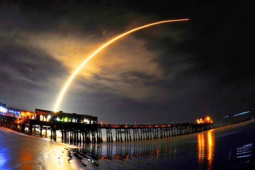 SpaceX launches rocket carrying Japanese satellite; booster lands on drone  ship - LA Times