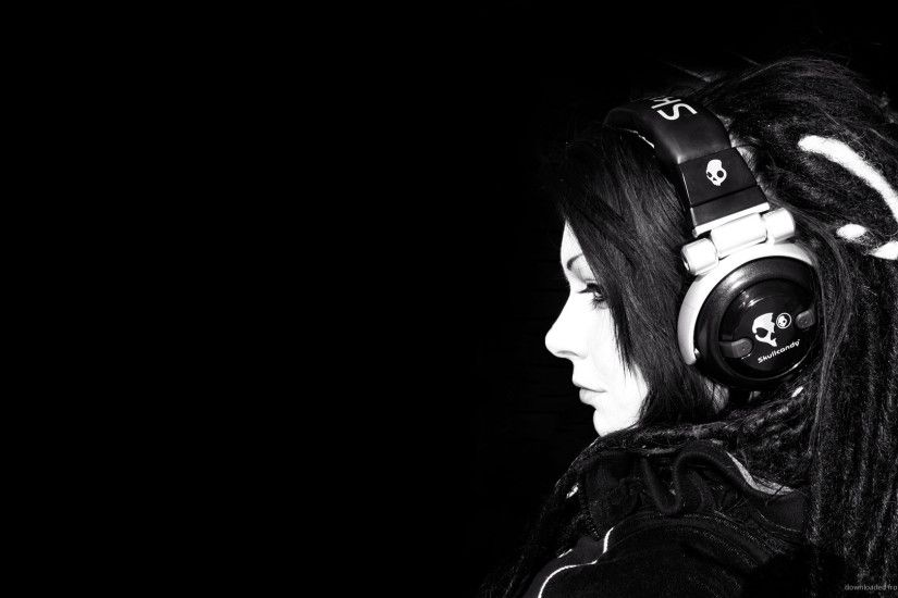 Girl with dreadlocks and large Skullcandy headphones picture