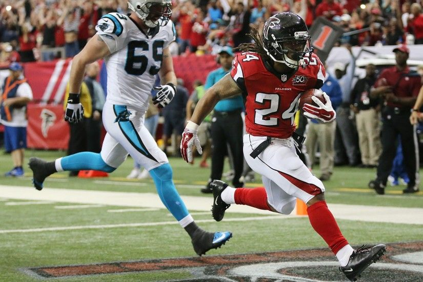 122815 ATLANTA: Falcons running back Devonta Freeman gets past Panthers  Jared Allen for a touchdown