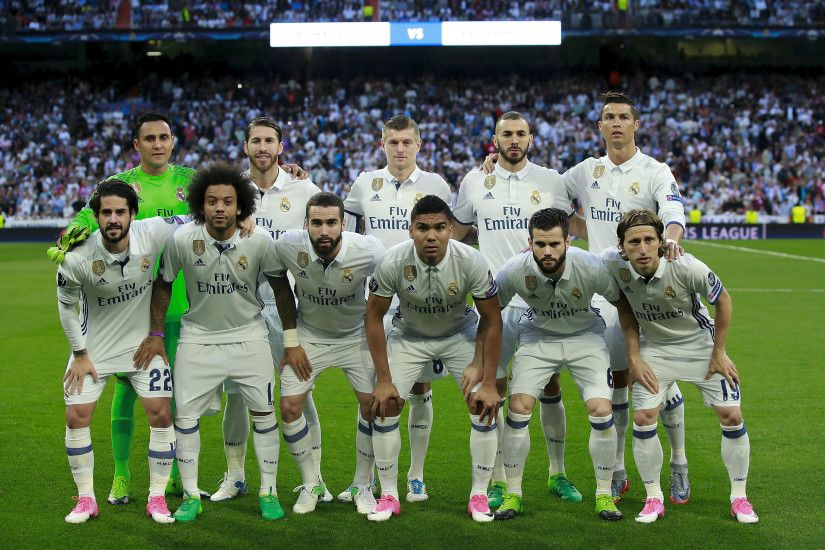 MADRID, SPAIN – APRIL 18: Real madrid CF line up prior to start the UEFA  Champions League Quarter Final second leg match between Real Madrid CF and  FC ...