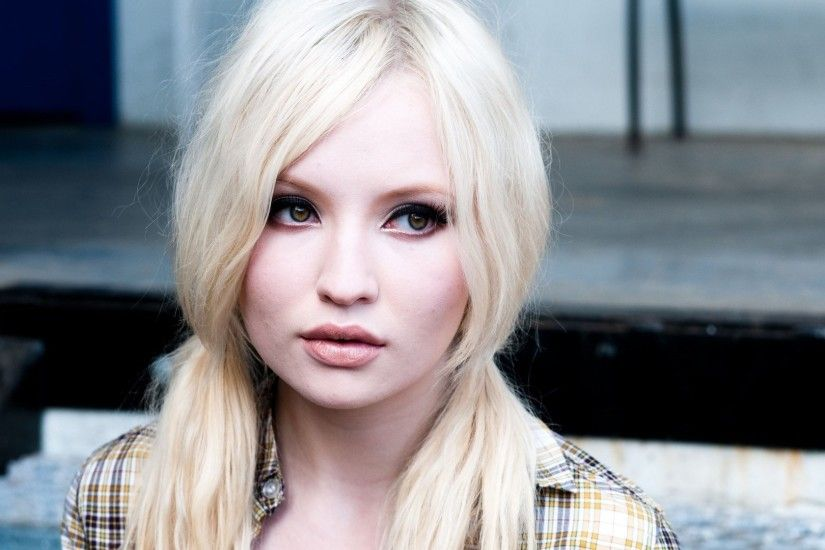 Emily Browning 2015