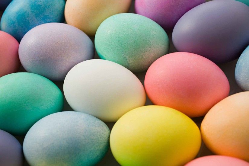 Free Wallpapers - Lots of colorful Easter eggs wallpaper