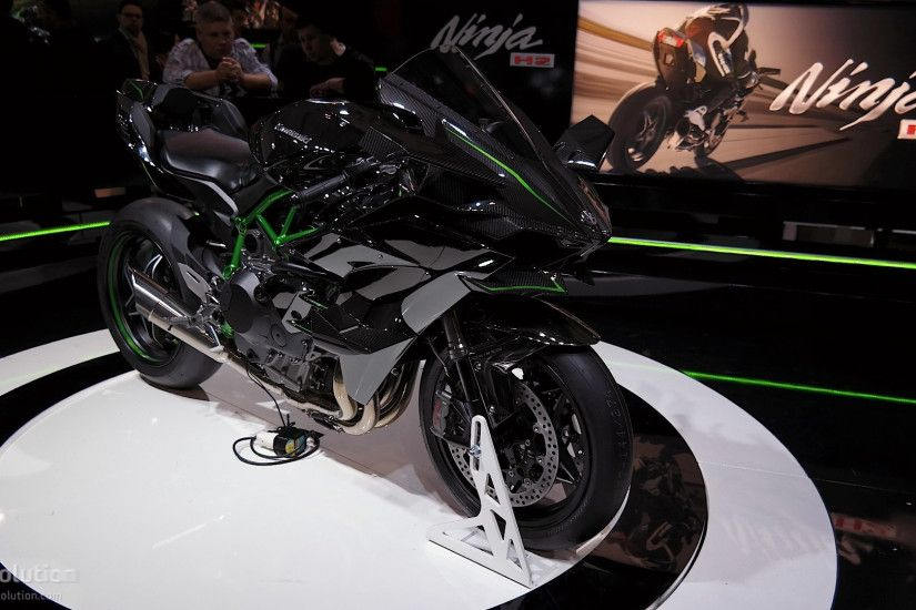 ... Kawasaki Ninja H2R and H2 at EICMA ...