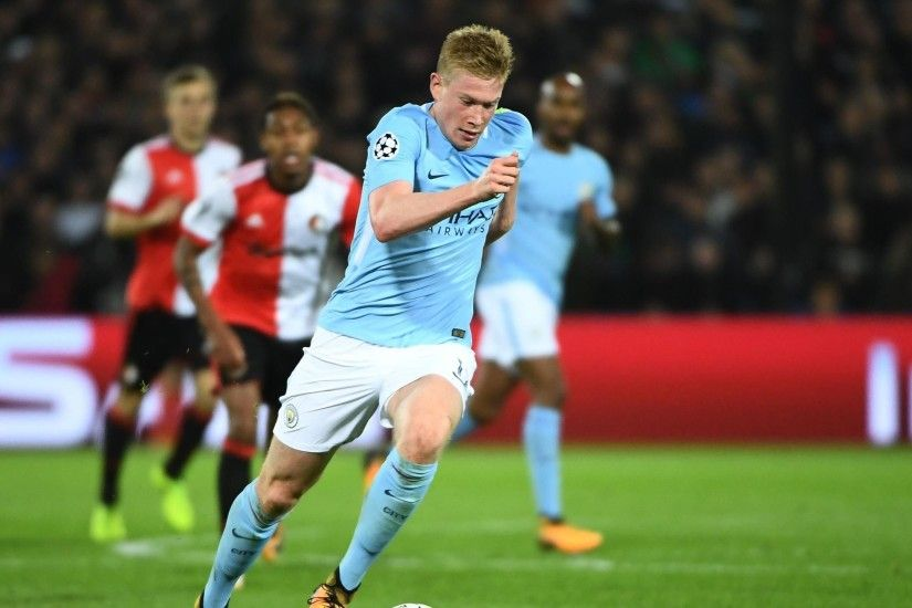 Manchester City's Belgian midfielder Kevin De Bruyne runs with the ball  during the UEFA Champions League Group F football match between Feyenoord  Rotterdam ...