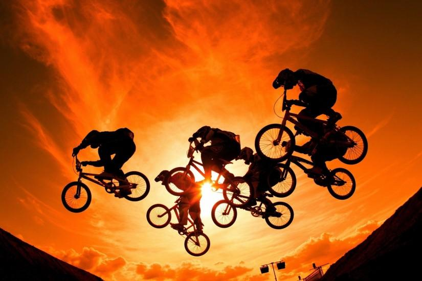 Cyclists Sports Wallpaper