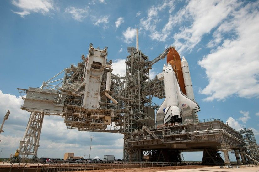 Wallpaper: Endeavour Space Shuttle on launch pad. Ultra HD 4K 3840x2160