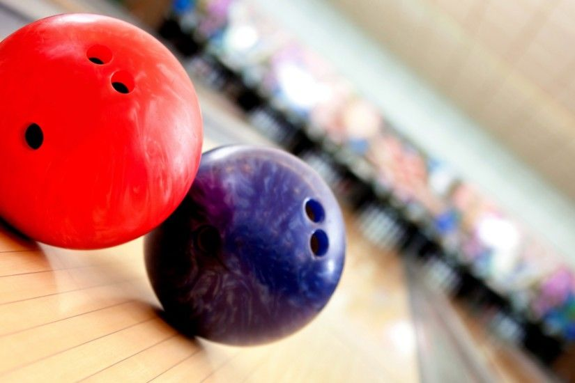 2560x1440 Wallpaper balls, bowling, game