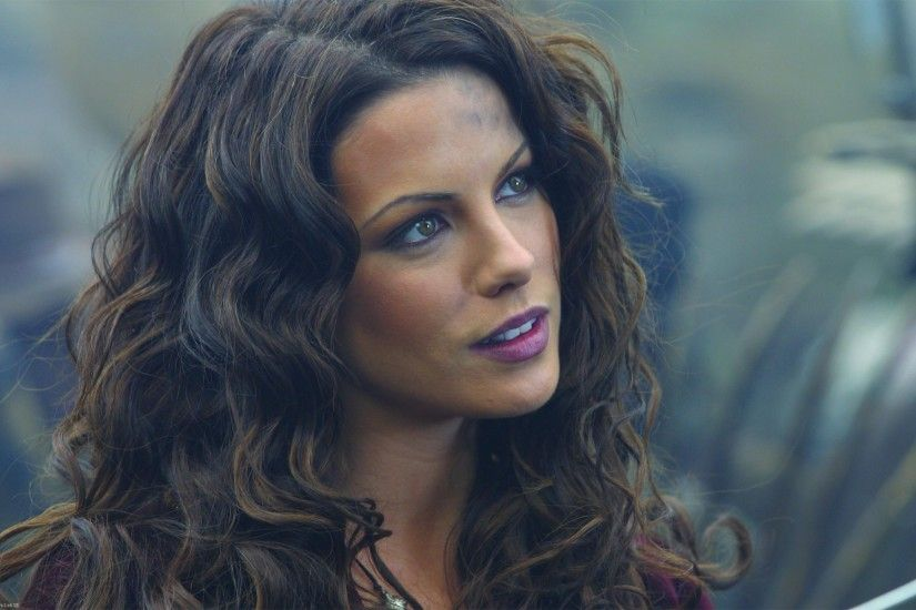 Kate Beckinsale, Curly Hair, Women, Brunette, Celebrity, Van Helsing Wallpaper  HD