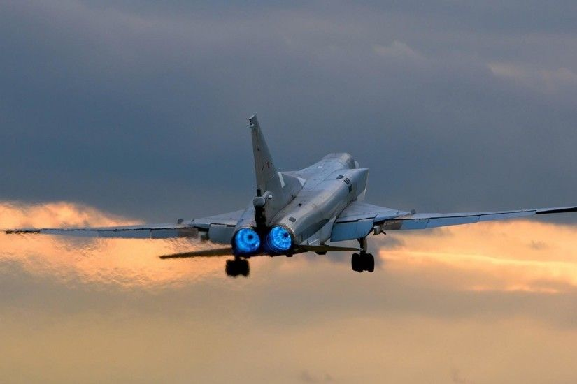 plane tu-22m tu- 22m backfire later on supersonic missile -bomber variable  geometry