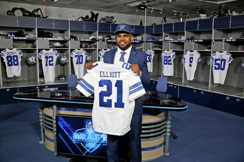 Dallas Cowboys NFL football first-round draft pick Ezekiel Elliott poses  for photos with h.