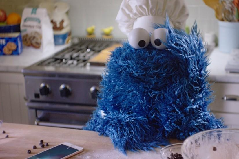 Ad of the Day: Cookie Monster Bakes, and Frets, and Pleads With Siri, in  Funny iPhone Ad – Adweek