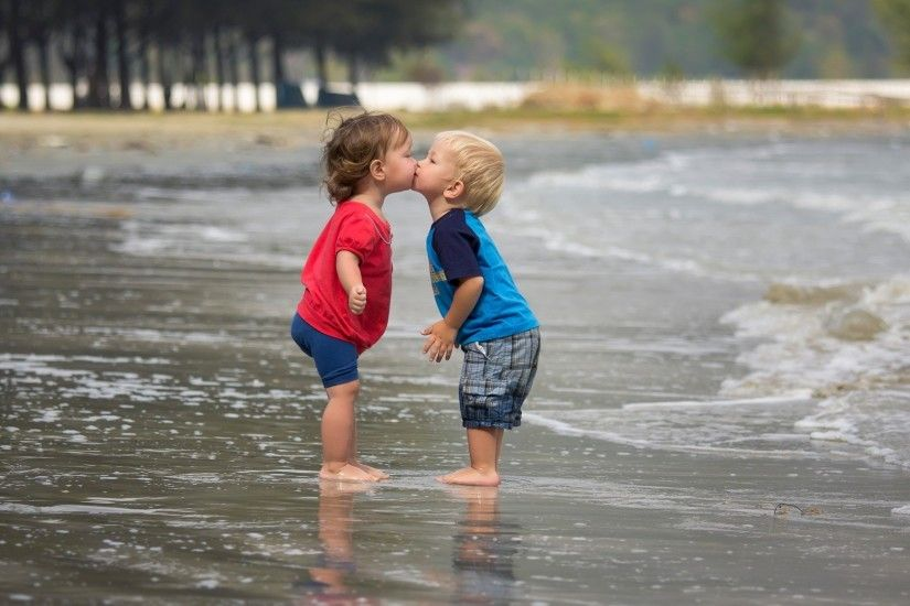 2560x1600 Wallpaper children, couple, kiss, river, beach, water