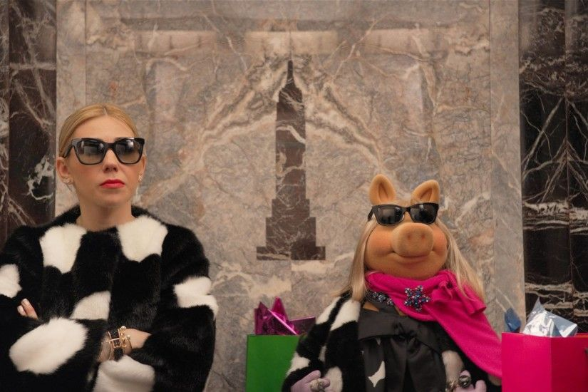 See What Happens When Miss Piggy and Zosia Mamet Get Stuck in an Elevator