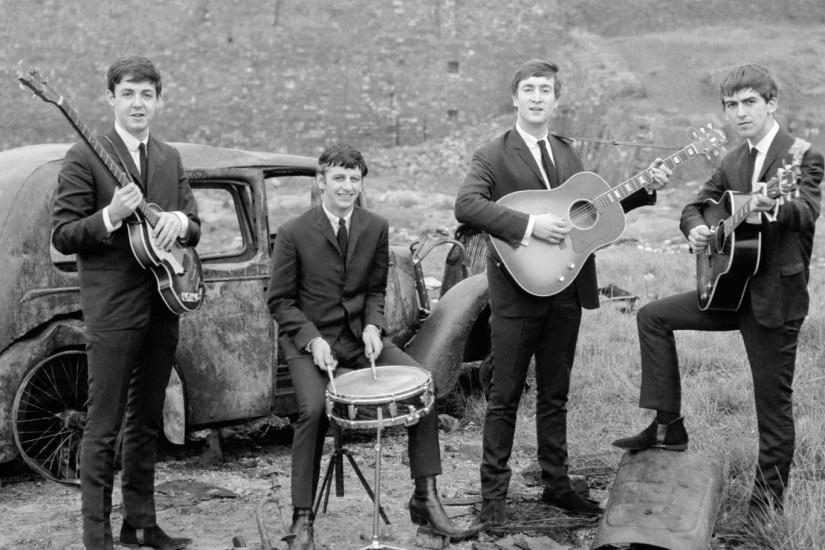 Preview wallpaper the beatles, band, members, instruments, car 2560x1440