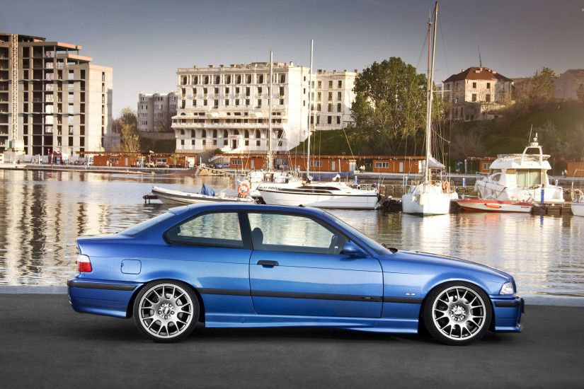 Side view of a blue BMW M3 wallpaper