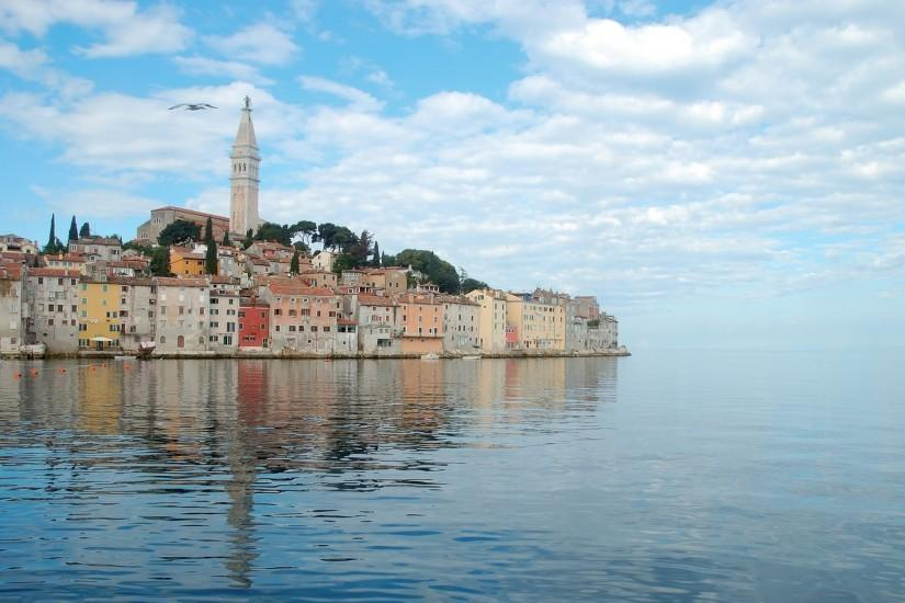 Preview wallpaper croatia, sea, blue, calm, sky, clouds 2560x1440