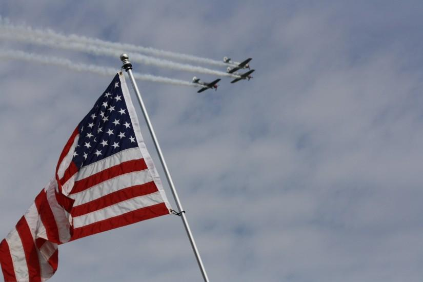 File:American Flag with flyover in background 2013 Johnsonville 200 at Road  America.jpg